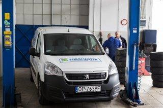 samochód w warsztacie euromaster